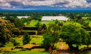 31 JANVIER : Luang Prabang – Pakse - Champasak  Vol à Pakse et arrivée au Champasak. Visite de Wat Phou. Installation à l'hôtel La Folie Lodge.