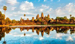 3 FEVRIER : Siem Reap  Visite de Bayon, comprend un arrêt à Baphuon, au temple Phimeanakas, au Palais Royal et à la Terrasse des Eléphants. Continuation vers Ta Prohm et des ruines de Preah Khan. Visite du jardin des fleurs à Phnom Kroim et le coucher du soleil à Phnom Kroim.